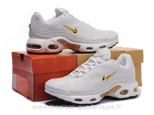 nike requin blanc femme